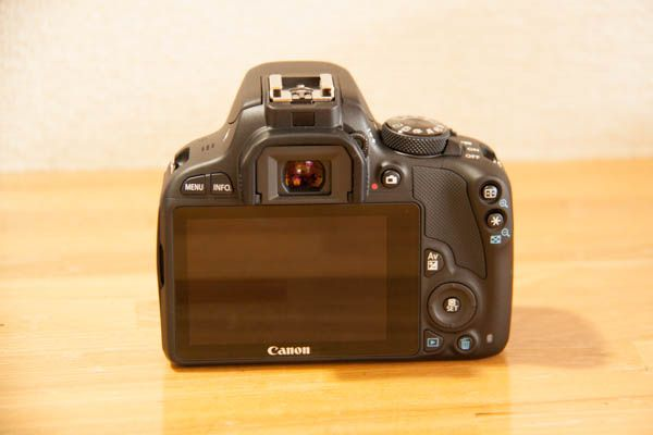 canon_eos_kiss_x7_double_zoom_kit_05